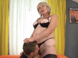 Mature granny eaten out and sucks cock