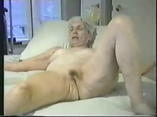 Old fully nude bitch showing for internet viewers