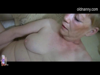 Granny trying to masturbate with sextoy