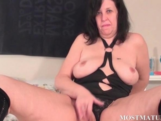Horny mature rubbing cunt in bed