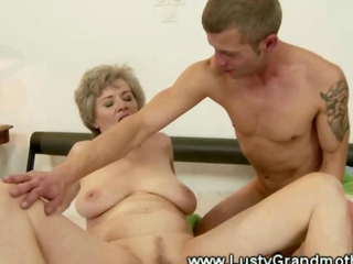 Granny amateur gets her pussy sucked by guy